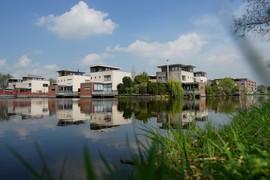 <strong>Woningen, gezien vanaf de Eilandenkade</strong>